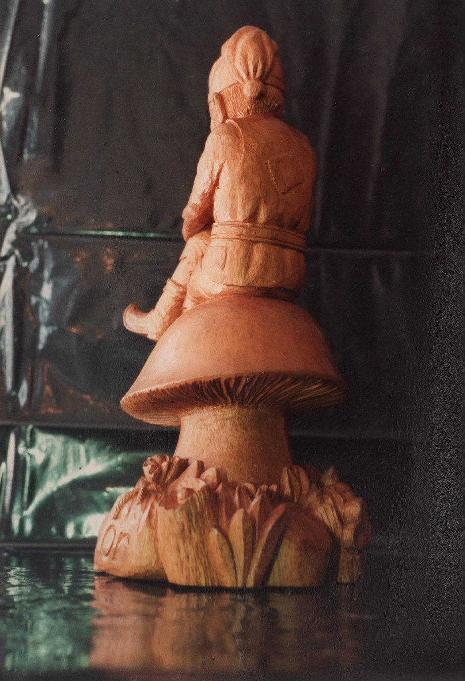 Rear view of the gnome by traditional woodcarver, Jose Sarabia - jose sarabia woodcarver gnome on a toadstool